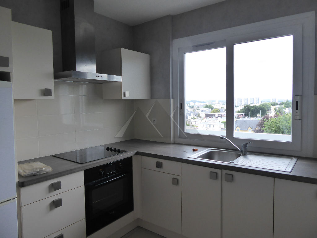 A VENDRE TRES BEL APPARTEMENT T2  ASCENSEUR  BALCONS GARAGE FERME BREST LAMBEZELLEC